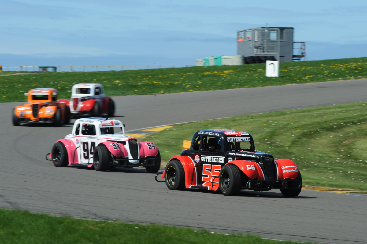 Ben Powers Into MRF Legends Cars Points Lead At Anglesey